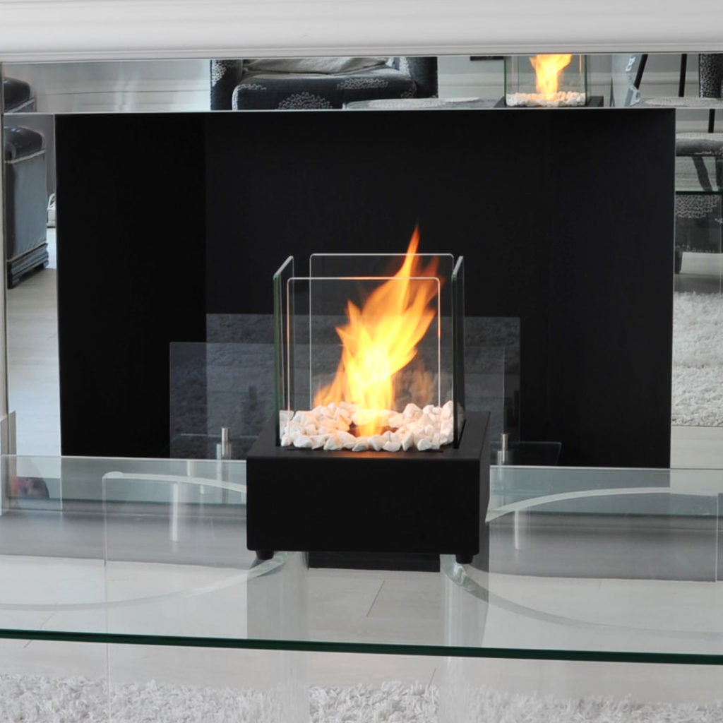 Beautiful and compact, this crisp design glass cube bio burner can be used in any size room, both indoors and outdoors.