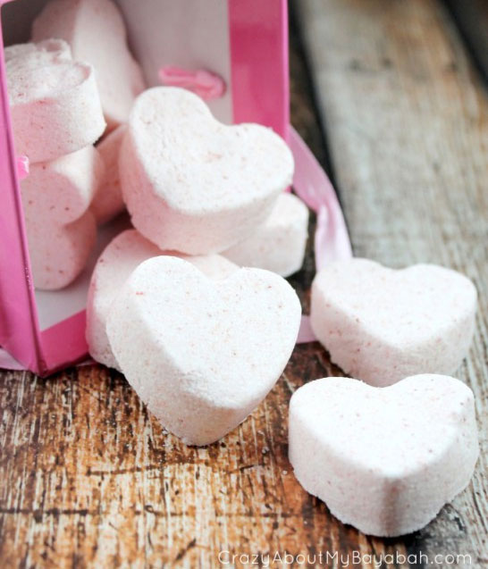 Pamper your Valentine with these DIY heart bathbombs that they will love.